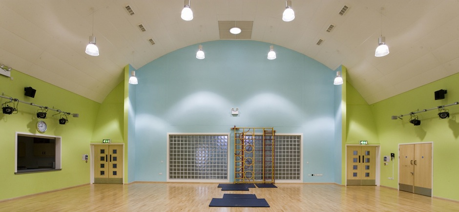 ecophon focus acoustic ceiling system in a gymnasium