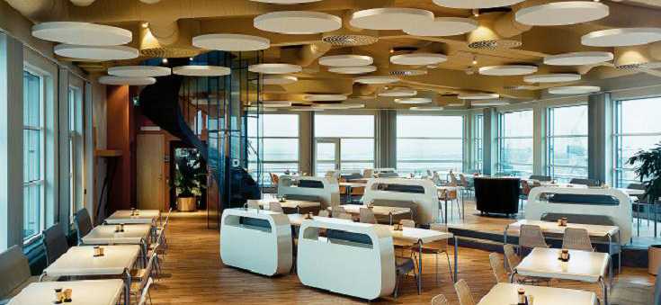 Restaurant with Ecophon acoustic panels suspended from ceiling
