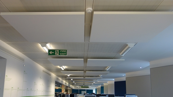 hanging_acoustic_panels_in_call_centre