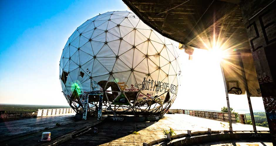 Teufelsberg tower in sun