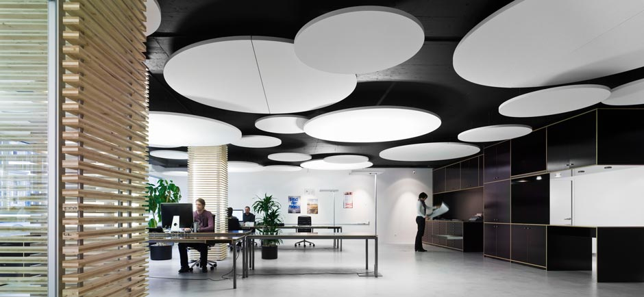 Office acoustics in large open plan space